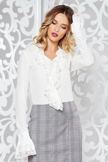 Fehér elegáns bő szabású női ing fodrokkal a mellrészen enyhén áttetsző anyag