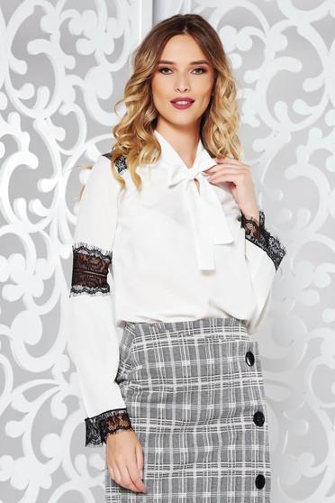 Fehér elegáns bő szabású női ing lenge, áttetsző anyag csipke díszítéssel