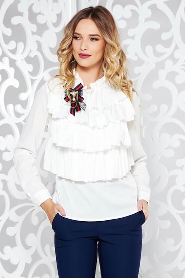 Fehér elegáns bő szabású női ing fodros enyhén áttetsző anyag bross kiegészítővel