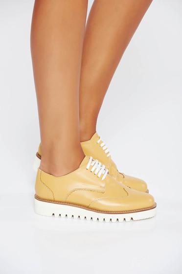 Mustar casual cipő fűzővel köthető meg