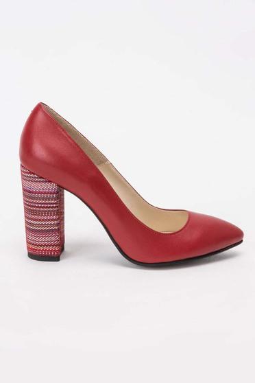 Piros elegáns cipő enyhén hegyes orral