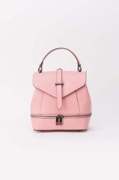 Rózsaszínű hátizsákok bőr cipzárral van ellátva fém csat