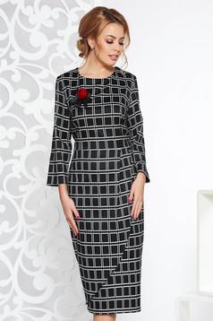 Fekete midi ceruza ruha enyhén elasztikus szövet kockás anyag bross kiegészítővel