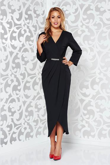 Fekete elegáns dekoltált 3/4-es ujjú ruha enyhén rugalmas szövet öv típusú kiegészítővel