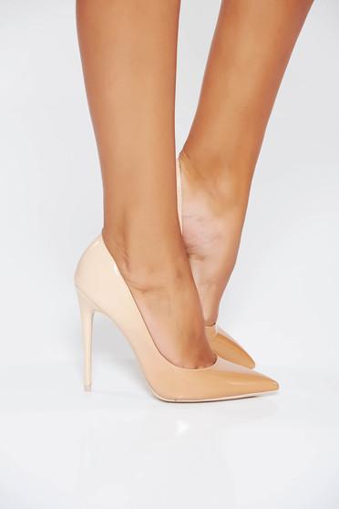 Krém cipő elegáns enyhén hegyes orral magassarkú lakkozott öko bőr
