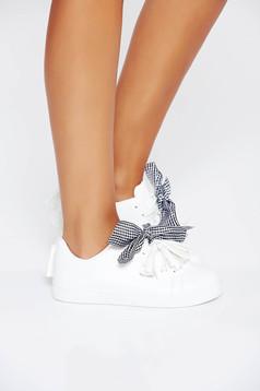 Fehér casual sport cipő fűzővel köthető meg lapos talpú műbőrből