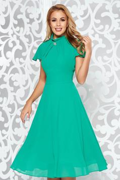 Zöld midi alkalmi harang ruha fátyol anyag bross kiegészítővel