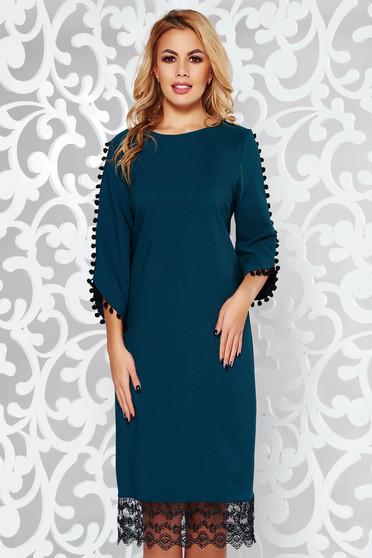 Sötétzöld ruha elegáns bő szabású enyhén rugalmas anyag csipke díszítéssel bojtos