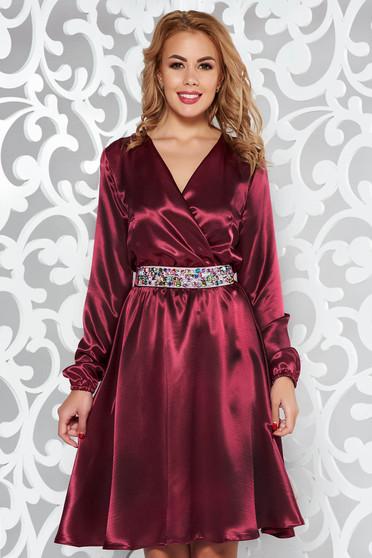 Burgundy StarShinerS ruha alkalmi szatén anyagból övvel ellátva strassz köves kiegészítő derékban rugalmas