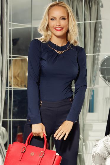 Fofy sötétkék irodai pamutból készült női ing szűk szabás fémes kiegészítővel