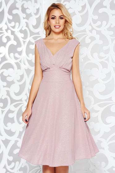 Rózsaszínű alkalmi ruha fényes anyag belső béléssel v-dekoltázzsal