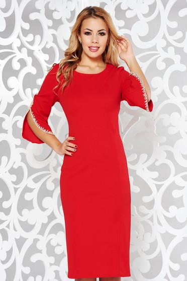 Piros ruha elegáns ceruza rugalmas anyag hímzett betétekkel háromnegyedes ujjú