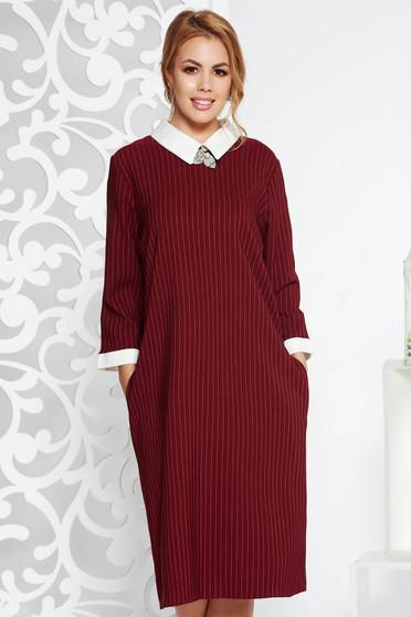 Burgundy irodai ruha egyenes szabás enyhén elasztikus pamut bross kiegészítővel