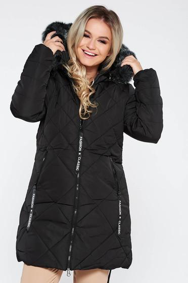 Fekete dzseki casual vízhatlan bundabélessel ellátva egyenes szabás szőrmés kapucni zsebes