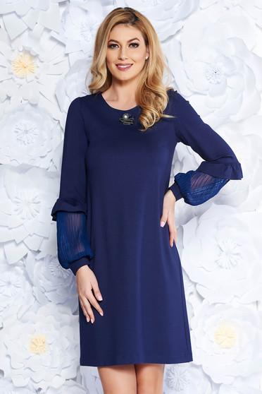 Sötétkék StarShinerS elegáns bő szabású ruha enyhén rugalmas anyag bross  kiegészítővel 31b86b7450