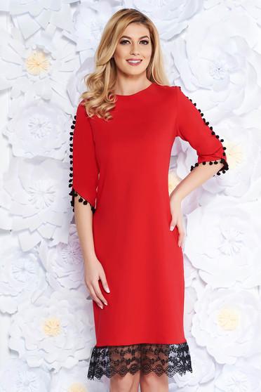 Piros elegáns bő szabású ruha enyhén rugalmas anyag csipke díszítéssel bojtos