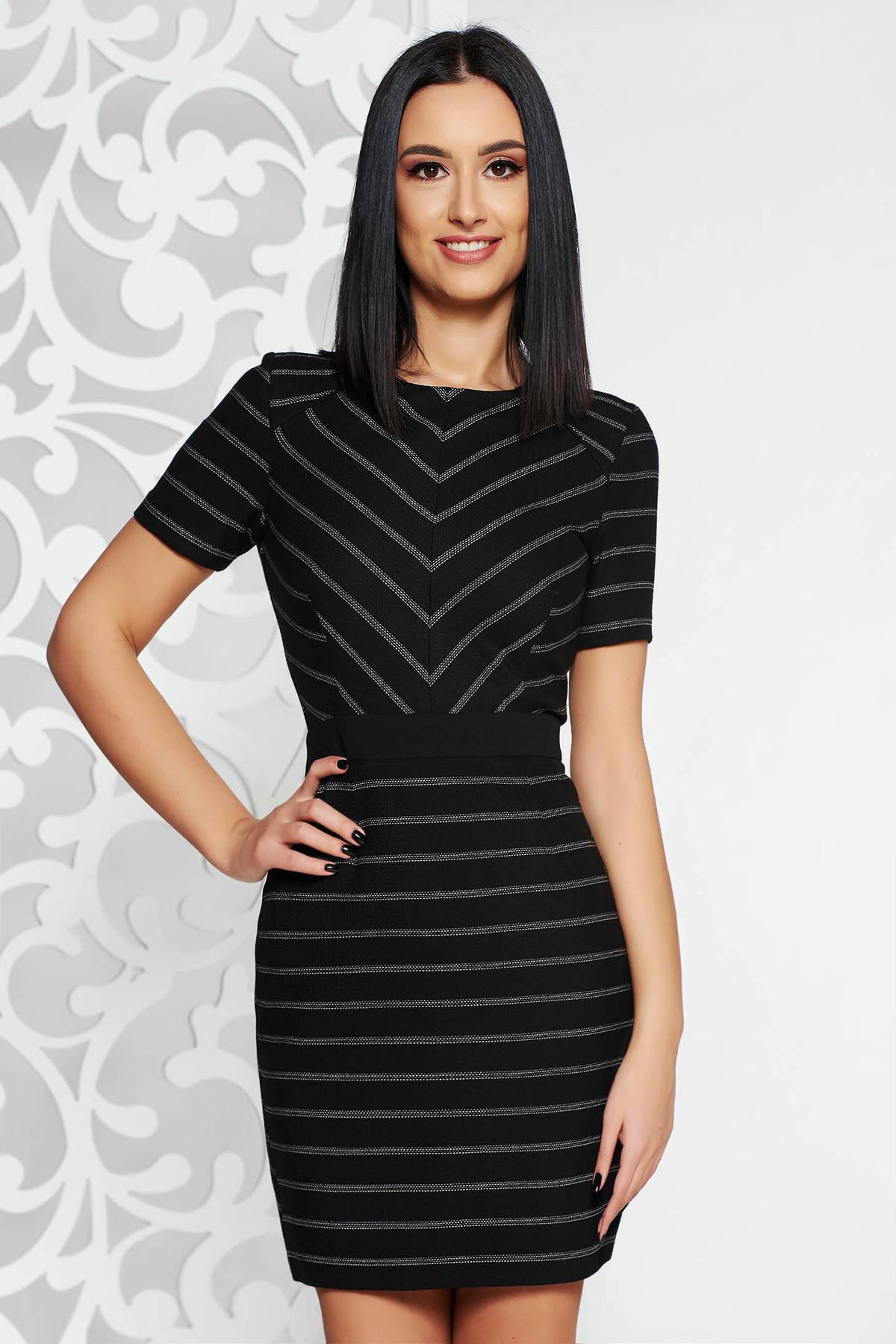 8637b701d3 Fekete StarShinerS elegáns ruha rugalmatlan szövet belső béléssel deréktól  bővülő szabás rövid ujjú
