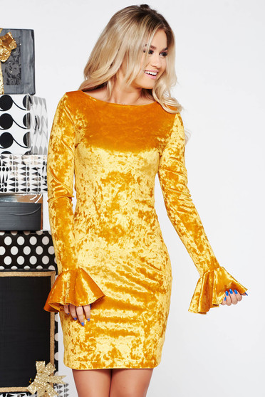 Sárga StarShinerS bársony alkalmi ruha fodrozott ujjakkal szűk szabás