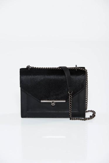 Fekete táska casual hosszú lánc típusú pánt valamint rövid