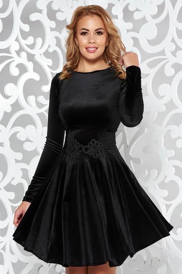 Fekete Artista bársony ruha hímzett betétekkel harang alkalmi