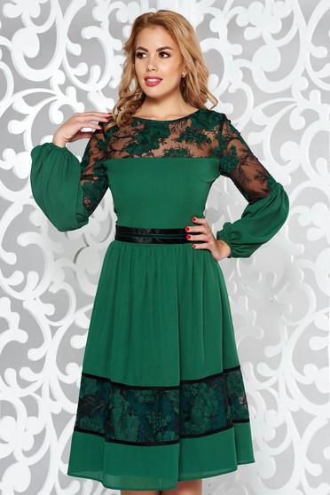 Zöld LaDonna alkalmi harang ruha fátyol belső béléssel csipkés anyag hímzett