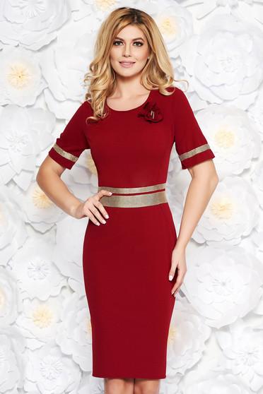 Best seller Burgundy elegáns ruha szűk szabás enyhén rugalmas anyag  csillogó kiegészítők d5a70baefb
