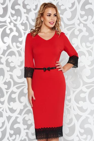 Piros ruha elegáns ceruza rugalmas anyag csipke díszítéssel öv típusú kiegészítővel