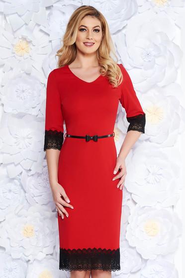 Piros elegáns ceruza ruha rugalmas anyag csipke díszítéssel öv típusú  kiegészítővel 012412e239
