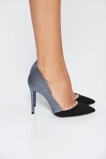 Kék elegáns cipő enyhén hegyes orral csillogó díszítések