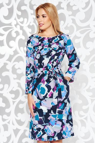 Kék hétköznapi bő szabású ruha lenge anyagból övvel ellátva