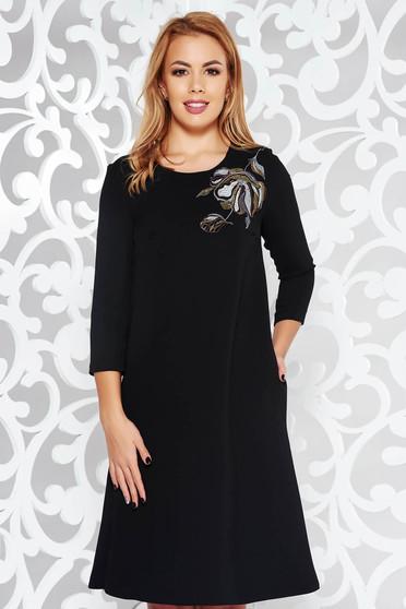Fekete StarShinerS elegáns bő szabású hímzett ruha enyhén elasztikus szövet belső béléssel zsebes