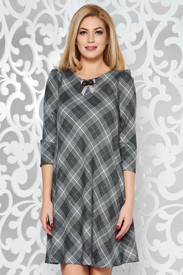 Szürke bő szabású ruha enyhén elasztikus szövet belső béléssel bross kiegészítővel