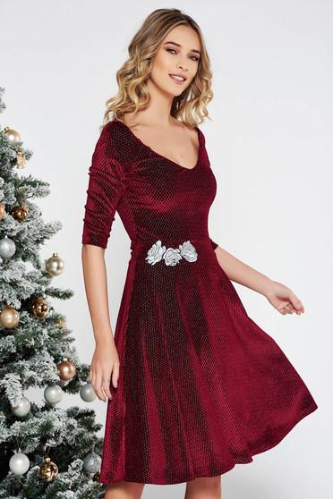 Burgundy StarShinerS alkalmi hímzett bársony harang ruha lamé szál belső béléssel v-dekoltázzsal