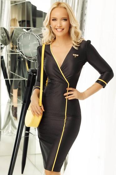 Fekete Fofy elegáns ceruza ruha enyhén rugalmas anyag bross kiegészítővel