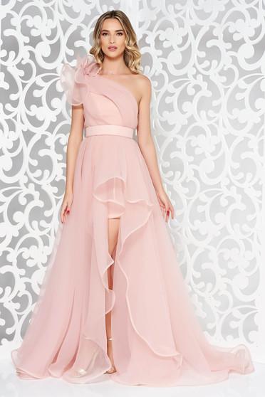 Rózsaszínű Ana Radu egy vállas ruha belső béléssel aszimetrikus övvel ellátva