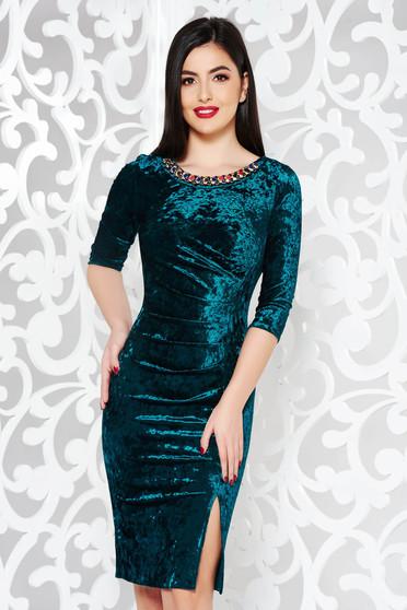 Zöld ruha alkalmi bársony gyöngyös díszítés midi szűk szabás
