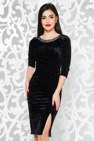 Fekete ruha alkalmi bársony gyöngyös díszítés midi szűk szabás