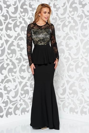 Fekete ruha alkalmi szirén tipusú enyhén rugalmas szövet belső béléssel derekán fodros csipkés anyag
