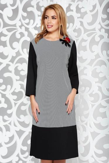 Fekete elegáns bő szabású 3/4-es ujjú ruha enyhén elasztikus szövet bross kiegészítővel