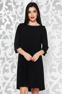 Fekete elegáns bő szabású rakott ruha rugalmatlan szövet gyöngy díszítéssel