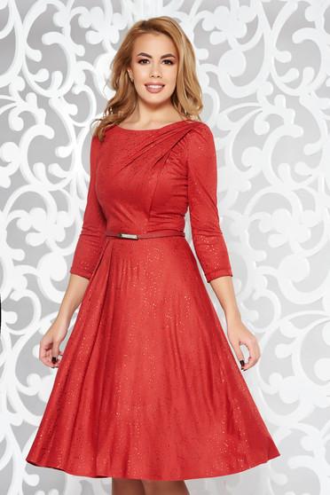 Burgundy ruha elegáns harang bársonyos anyag belső béléssel csillogó kiegészítők