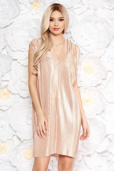 Bézs alkalmi bő szabású rakott ruha nem rugalmas anyagból fémes jelleggel