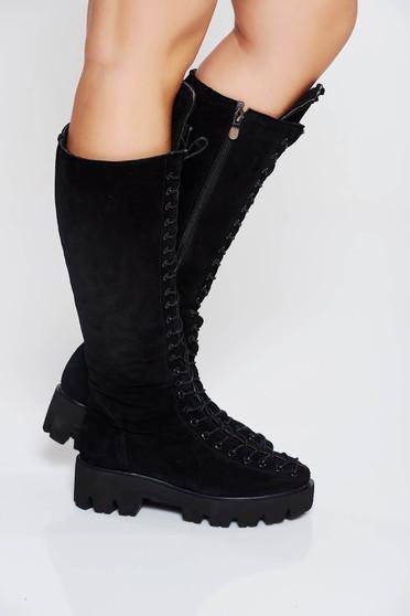 Fekete csizma casual fordított bőr felsőrész fűzővel köthető meg