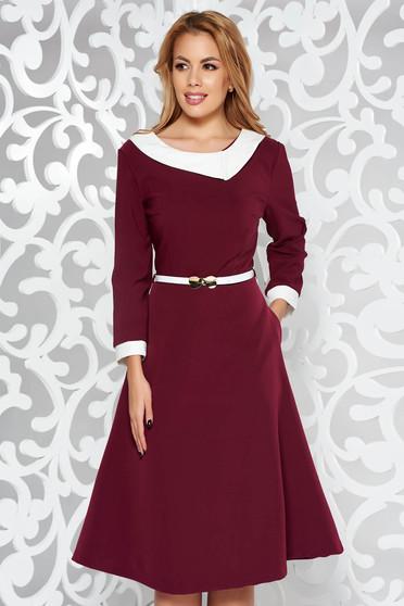 Burgundy ruha elegáns harang enyhén rugalmas szövet öv típusú kiegészítővel