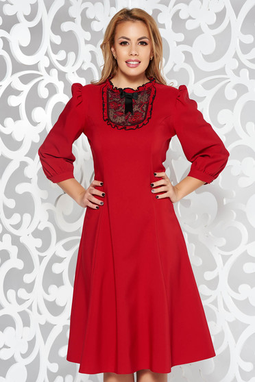 Burgundy LaDonna elegáns harang ruha enyhén rugalmas szövet csipke díszítéssel