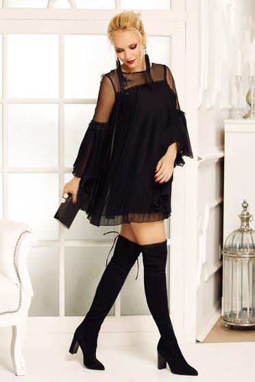 Fekete Fofy ruha alkalmi bő szabású fátyol rakott belső béléssel harang ujjakkal