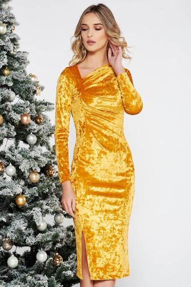 Arany StarShinerS alkalmi midi bársony ruha szűk szabás belső béléssel