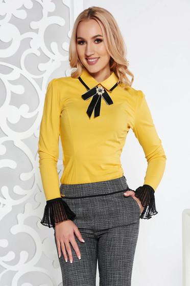 Sárga Fofy irodai body szűk szabás enyhén elasztikus pamut bross kiegészítővel