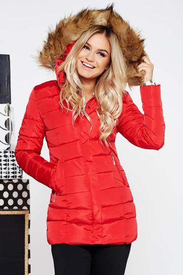 Piros casual vízhatlan dzseki hosszú ujjakkal műszőrme díszítéssel