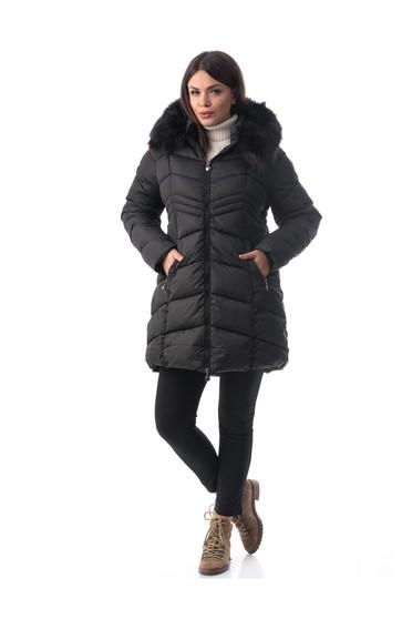Fekete vízhatlan dzseki belső béléssel műszőrme díszítéssel zsebekkel